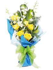 黄玫瑰6枝,巴西木3片,白洋兰5枝(如果由于地区原因用紫洋兰代替),天门冬少许。