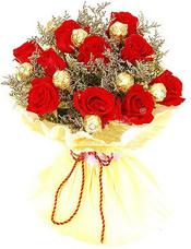 红玫瑰11支,巧克力9粒,情人草适量。