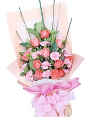 11枝粉玫瑰,11枝粉康乃馨,绿叶适量搭配