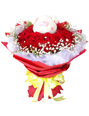 22枝红玫瑰,可爱小猪一只(或者小熊代替),满天星、白色珠光纱围绕一圈