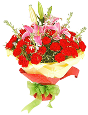 红色康乃馨30支,粉色香水百合2支,紫罗兰 6支,水晶草适量