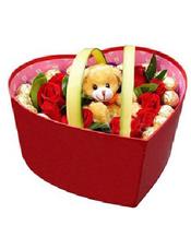18朵红玫瑰,12颗巧克力,一只小熊