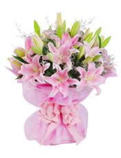 11枝粉色香水百合,情人草间插。