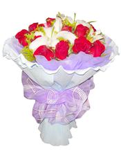 16枝红玫瑰,2枝白色香水百合,黄莺间插