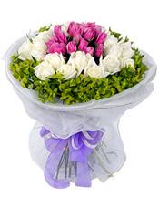 19枝白玫瑰,19枝紫玫瑰,叶上黄金环绕