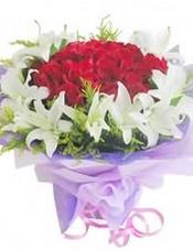 30枝红玫瑰,10枝白百合,黄莺间插