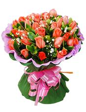33枝粉玫瑰,栀子叶、满天星丰满