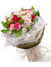 9枝红玫瑰,9枝戴安娜玫瑰,小菊花(或相似花材代替)绿叶间插