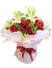19枝红玫瑰,2枝多头白色香水百合,黄英丰满。