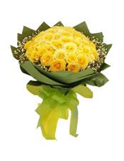 33枝黄玫瑰,满天星围边。
