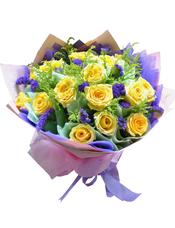 19枝黄玫瑰,勿忘我、黄英间插。