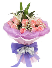 戴安娜玫瑰16枝,1枝白色香水百合,满天星适量。