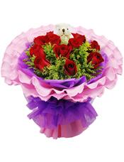 11枝红玫瑰,黄英丰满,1只小熊(10cm左右,样式仅供参考)
