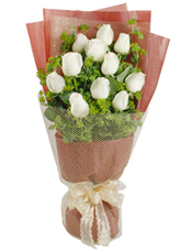11枝白玫瑰,叶上黄金丰满