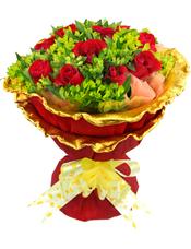 11枝精品红玫瑰,叶上黄金丰满。