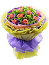 11枝粉玫瑰单独包装,叶上黄金丰满,花束直径约50厘米,高约50厘米