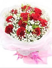 12枝红玫瑰,满天星丰满。