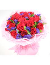 21支红玫瑰,紫色勿忘我、栀子叶间插