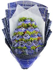 19支蓝玫瑰,蓝色纱网独立包装,八卦叶,相思豆丰满。