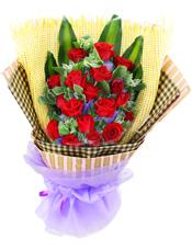18支红玫瑰,高山积雪间插,巴西木叶衬底