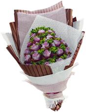 22枝紫玫瑰单独包装,叶上黄金丰满