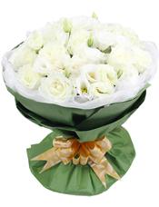 33枝白玫瑰,橘梗点缀
