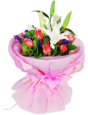 9枝粉玫瑰、2枝白色多�^香水百合,�G�~、勿忘我�g插