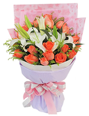 19枝粉玫瑰、2枝白色多头香水百合,黄英、绿叶间插