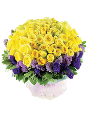 66枝黄玫瑰,勿忘我、绿叶围边