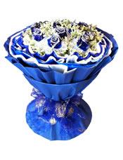 11枝蓝玫瑰白色纱网单独包装,满天星、配草间插