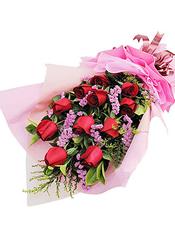 11枝红玫瑰,勿忘我、黄英、绿叶间插