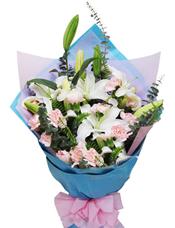 16枝粉色康乃馨,3枝白色多头香水百合,绿叶间插