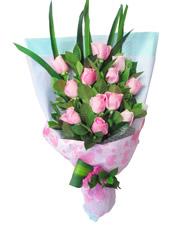 12枝粉玫瑰,绿叶间插