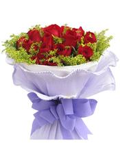 19枝红玫瑰,黄英间插