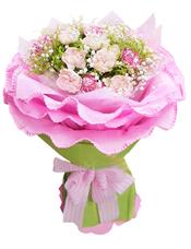 16枝粉色康乃馨、5枝花边康乃馨(或者相近花材代替),满天星、黄英间插