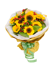 9枝向日葵,绿叶装饰,火龙珠穿插(火龙珠属于季节性花材,采用相似性花材替代)