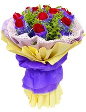 11枝红玫瑰独立包装,黄英间插丰满。