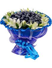 66枝蓝玫瑰,外围9枝多头白百合。