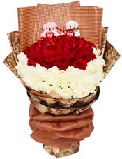 33枝红玫瑰,33枝白玫瑰,2只LOVE熊(一只粉色小熊,一只米色小熊)