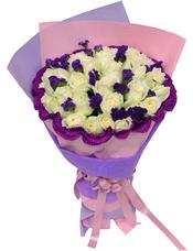 33枝白玫瑰,紫色勿忘我间插