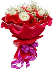 15枝白玫瑰独立包装,满天星丰满