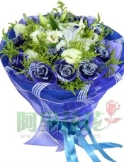 11枝蓝玫瑰蓝色网纱单独包装,2枝白色多头香水百合,桔梗、黄英间插