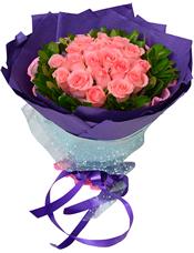 19枝粉玫瑰,绿叶围边