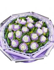 20朵白玫瑰独立包装,叶上黄金丰满,巴西木叶穿插