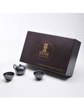 品牌商家:国尊陶瓷产 地:福建 德化产品规格:茶壶1个+茶盏1个+茶杯4个 毛 重: 3.280千克