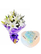 白色香水百合5枝,情人草点缀;8寸鲜奶蛋糕,奶油玫瑰点缀蛋糕中间。
