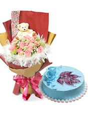 19枝粉玫瑰,蕾丝丰满,白色羽毛衬托,可爱小熊一只;圆形鲜奶水果蛋糕,时令水果装饰