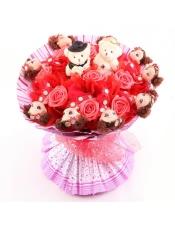 9支红色迷蝴娃娃+一对情侣熊+11朵红色PE玫瑰,宽45*45CM
