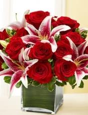 19枝红玫瑰加7朵百合