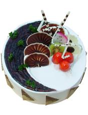 圆形鲜奶水果蛋糕,蓝莓果酱,时令水果、巧克力片装饰